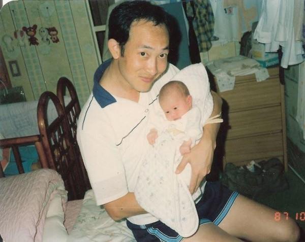 女星可藍昨在臉書PO文,透露她父親已在台鐵任職35年,「從來沒有休假」,但月初他父親卻疑似過勞而輕微中風。(圖擷自可藍 Colleen wei臉書)