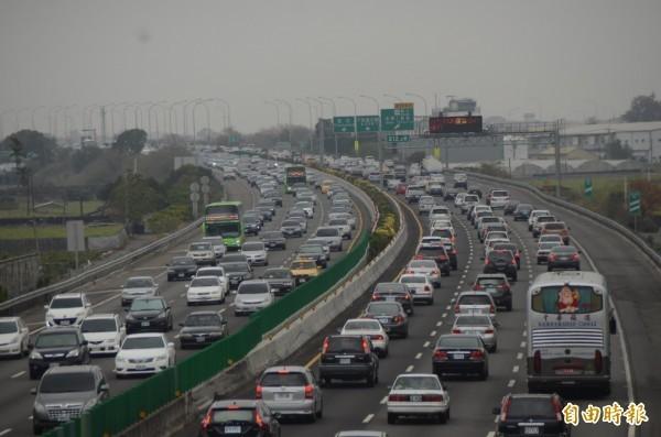 GPS製造商Tom Tom公布全球交通最壅塞的25個城市,台灣有3個城市上榜。圖為塞車示意圖。(資料照,記者顏宏駿攝)