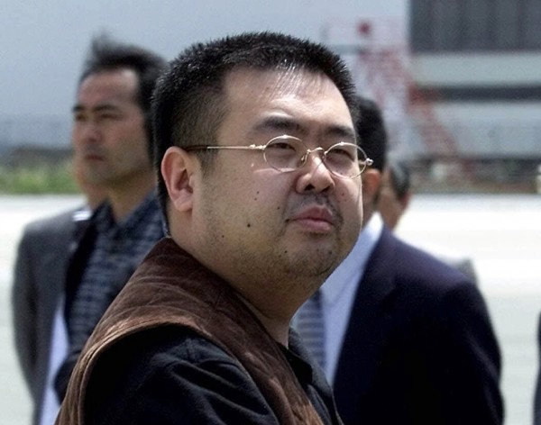 金正男遇害是典型的「外包」暗殺,此一震驚全球的殺人事件連日來成為全球媒體的頭條,隨時處於北韓威脅之下的日本,對金正恩的下一步會是哪一招,每天坐立不安。(美聯社)