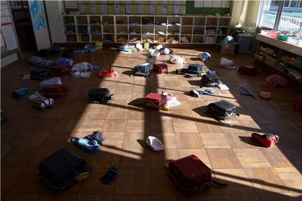 福島縣雙葉町的雙葉南國小凍結在3月11日發生地震的那一刻。(圖擷取自朝日新聞)