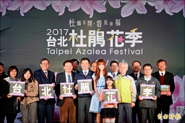 台北杜鵑花季三月開跑,各項活動將持續整整一個月,北市府找台大畢業正妹翁滋蔓擔任代言人。(記者張凱翔攝)