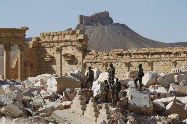 敘利亞政府軍攻下了帕邁拉古堡(遠方),該古堡能俯瞰整個帕邁拉市區,是相當具有戰略價值的制高點。2016年資料照。(路透)