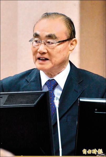 國防部長馮世寬昨於立法院受訪表示,吸毒不是軍中獨有問題,會控制在最低程度。(記者王藝菘攝)