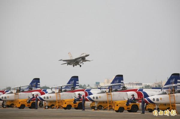 面對美國在亞洲布署薩德飛彈系統,國防部長馮世寬不贊成引進薩德,主張「國機國造」、「國艦國造」以防衛台灣的安全。(資料照,記者蘇福男攝)