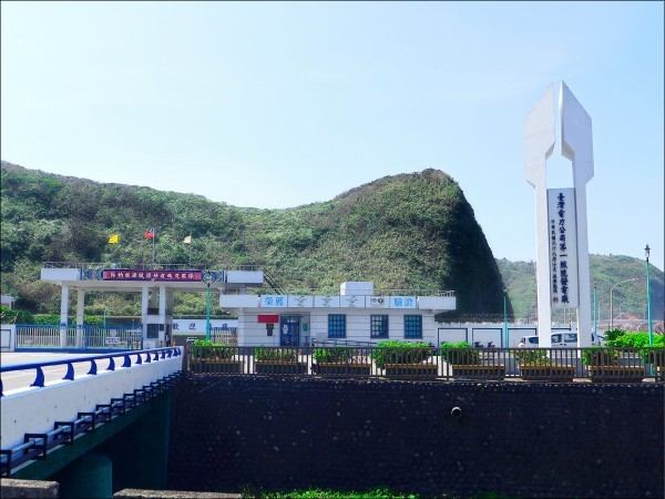 台灣3座核電廠明年起陸續除役,台電最新評估,總費用高達6200億元,核後端基金根本不足支應,短缺近3000億元恐全民買單;圖為核一廠。(資料照)