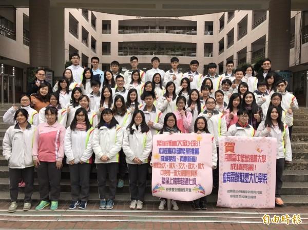 大學繁星放榜,丹鳳高中繁星點點。(記者翁聿煌攝)