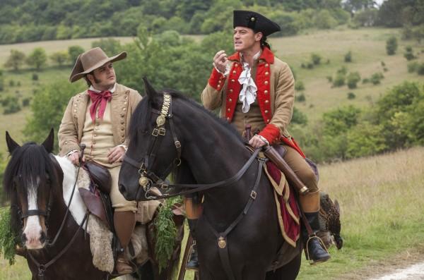 路克伊凡斯(Luke Evans,右)在《美女與野獸》一片飾演反派加斯頓,他的跟班來富由喬許蓋得(Josh Gad,左)飾演,兩人在劇裡出現斷背情。(美聯社)