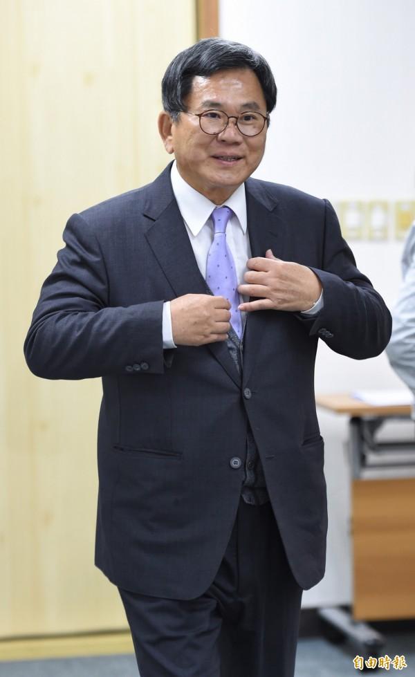 選舉對策委員會召集人陳明文8日出席民進黨中常會。他談到,國安據點都被中共滲透,對台灣整體國安很嚴重,應該趕快修正《保防法》。林錫耀對此說,會請法務部和有關單位研議修法。 (記者劉信德攝)