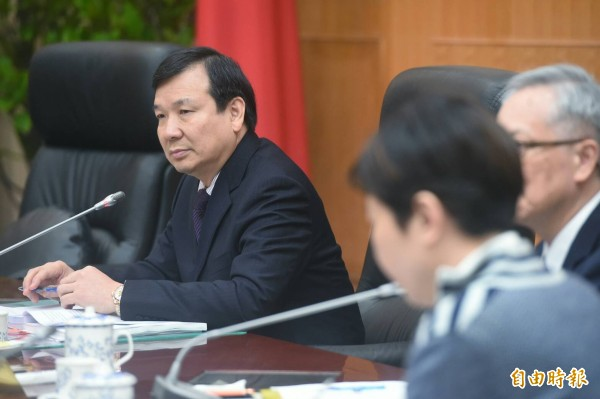 考試院今起召開全院審查會審查《公務人員退休撫卹法》草案,由副院長李逸洋(左)主持。(記者廖振輝攝)