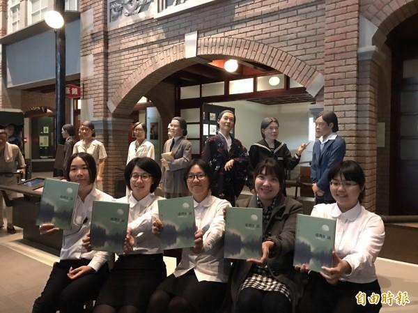 台史博出版《台灣好說;台灣女人影像紀錄》。(記者劉婉君攝)