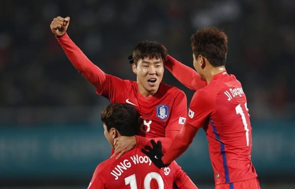 南韓國家足球隊將在3月23日在中國長沙與中國隊進行2018世界盃預選賽,南韓足球協會計畫租用包機,卻仍未獲得中國政府批准。圖為南韓國家足球隊。(歐新社)