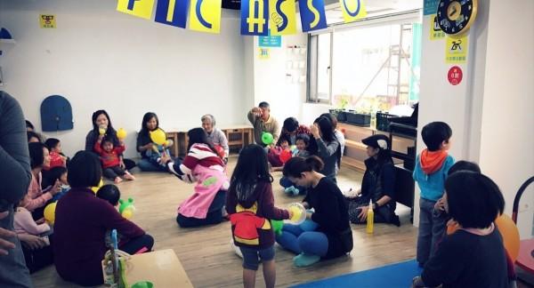 教保員平時與孩童互動狀況。(圖由周小姐提供)
