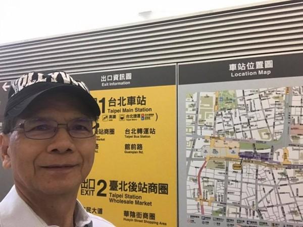 前行政院長游錫堃今天搭乘桃園機場捷運。(圖擷取自游錫堃臉書)