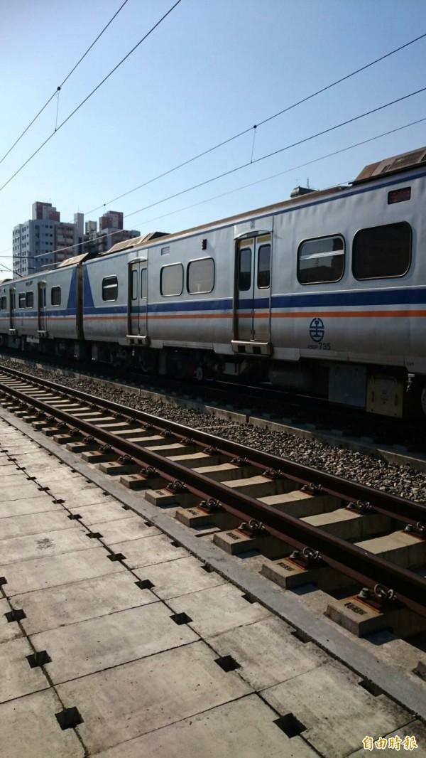 鐵路高架化噪音擾人,鐵工局陸續施工改善。(記者蔡淑媛攝)