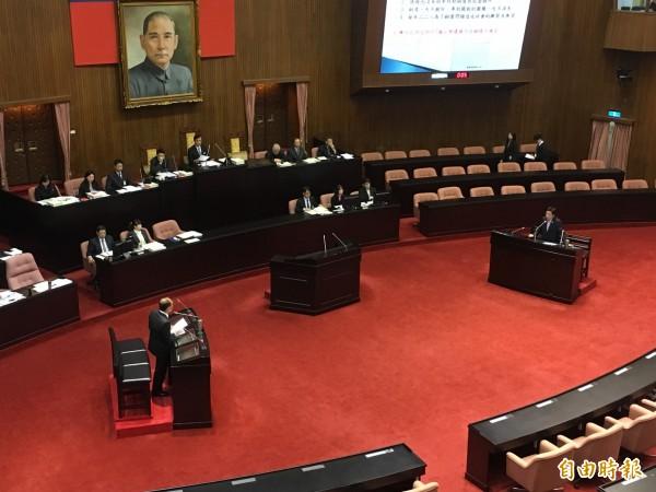 立委追問國歌被台大生票選最希望消失歌曲議題,行政院長林全不願正面回應。(記者鄭鴻達攝)