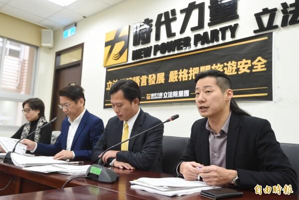 時代力量14日舉行黨團會議後記者會,說明黨團決議事項及優先推動法案。(記者方賓照攝)
