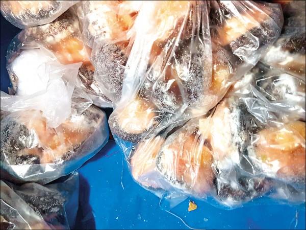 冷凍庫有多項海鮮食材未標示有效日期。(台北市衛生局提供)