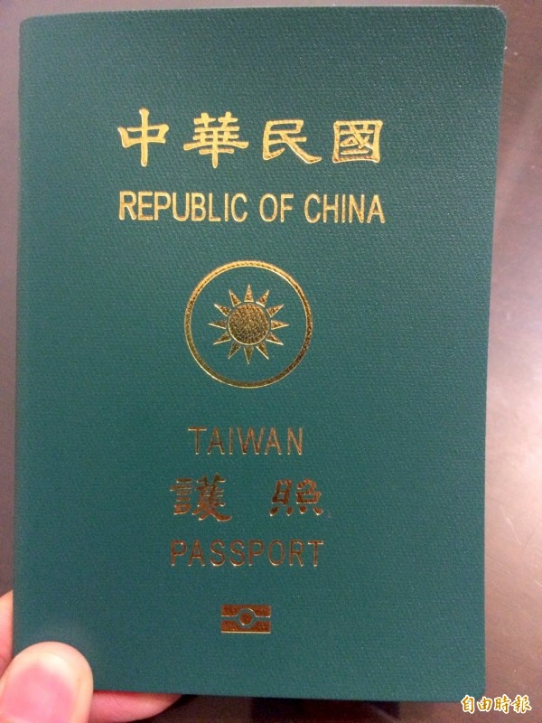 女網友透露,去馬來西亞時因護照破損,被海關沒收手機和護照,甚至遭扣留35個小時。(資料照)
