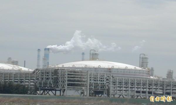 環保署環評大會決定六輕擴廠案重做環評,雲林縣環保局表示贊同。(記者林國賢攝)