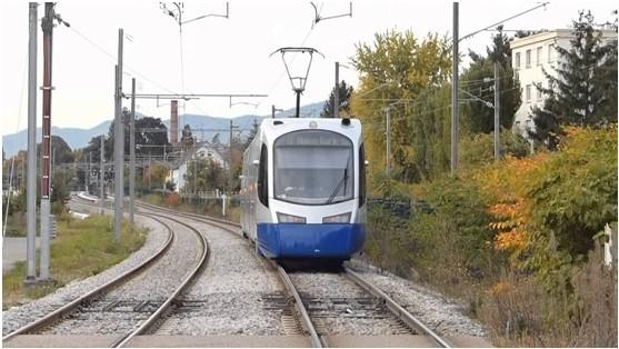 基隆輕軌路線從基隆到南港,可與台鐵共享路權。(記者林欣漢翻攝)
