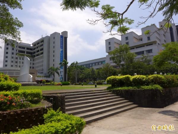 有網友昨深夜在PTT貼文爆卦,指淡江大學疑似為了規避替勞方支付退休基金的責任,竟研擬不續聘在校外沒有正職工作的教師,引發外界議論。(資料照,記者李雅雯攝)