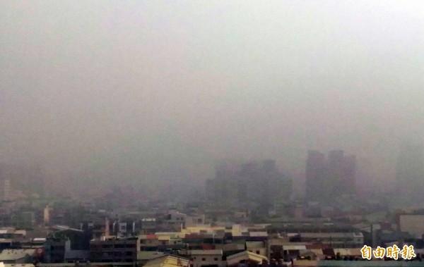 台南空污示意圖。(資料照,記者蔡文居攝)