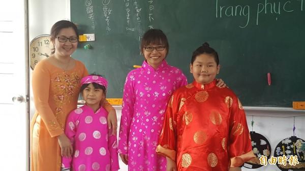 雲林縣元長鄉和平國以越南文化為主題舉辦家庭親子共學母語成果發表。(記者廖淑玲攝)