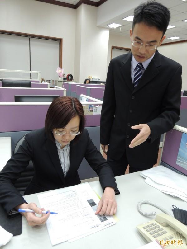 yes123求職網調查,一例一休實施後,上班族休息增加、加班費減少,但生活開銷也增加。(資料照,記者黃邦平攝)