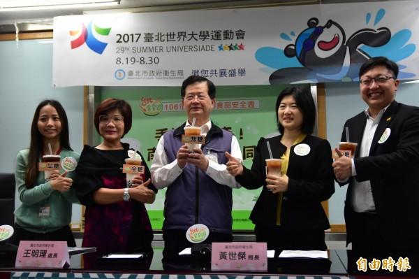 台北市衛生局今公布手搖飲調查數據。(記者張議晨攝)