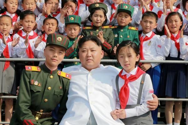 北韓領導人金正恩和北韓人民。(路透資料照)