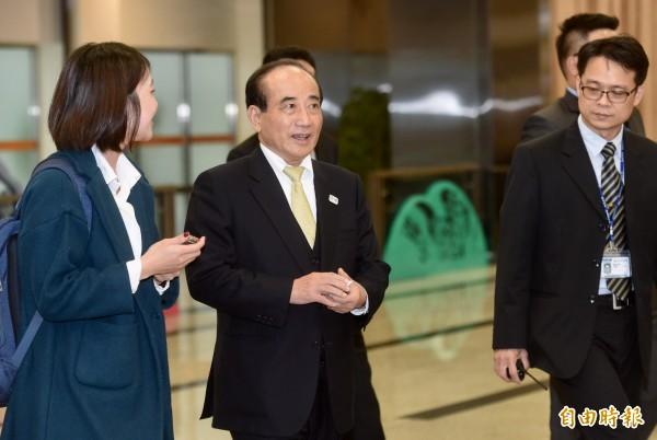 前立法院長王金平率國親立委訪日,24日結束參訪行程傍晚返抵松山機場。(記者簡榮豐攝)
