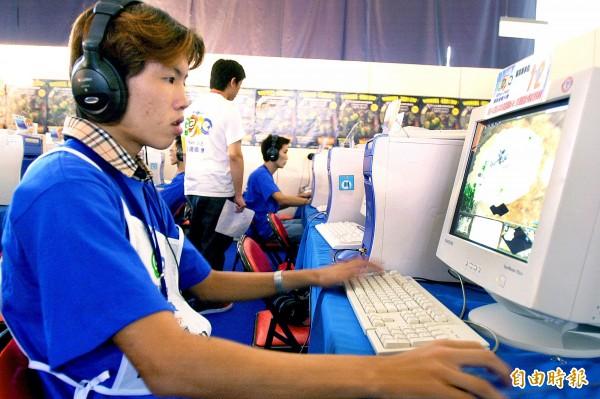 曾獲封「電玩小子」的曾政承雖在2001年拿下世界電子競技大賽《世紀帝國2》的冠軍,但相較於當年被他打敗的韓國選手,曾政承為了生計,只能送貨、賣雞排。(資料照,記者朱沛雄攝)