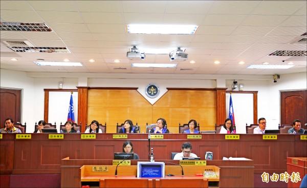 去年八月屏東地院舉辦人民參審制模擬法庭。(資料照,記者李立法攝)