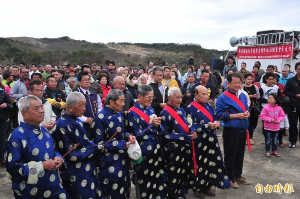 恆春張氏宗親會,每年掃墓祭祖都超過500人參與。(記者蔡宗憲攝)