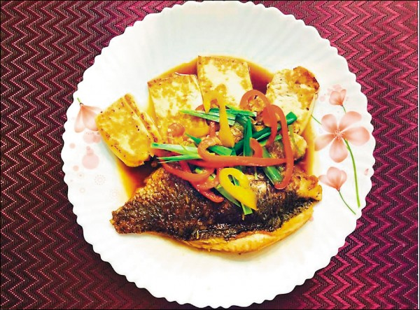 ▲紅燒海鱸魚豆腐。(照片提供/倪曼婷)