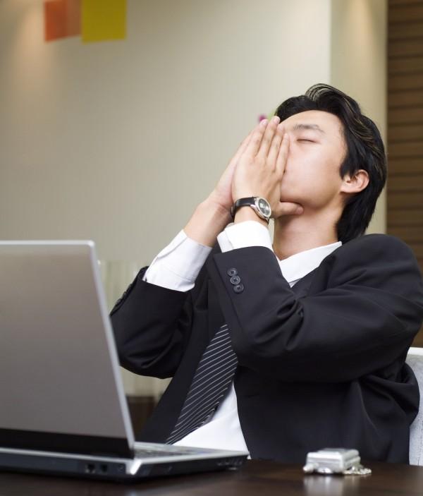 「員工最賭爛老闆的那些事」排行榜第一名是「凹加班」。(情境照)