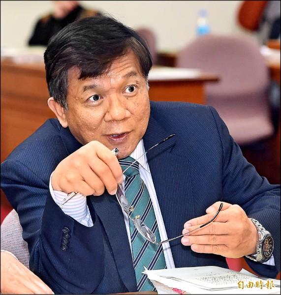 亞泥礦權展延20年引發爭議,經濟部長李世光昨到立法院備詢。(記者廖振輝攝)