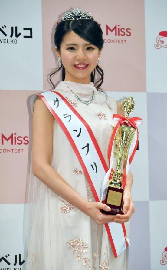 立命館大學產業社會學部二年級的松田有紗,獲得2017校園美女大賽后冠。(圖擷自《產經新聞》)