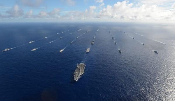 美國聯邦眾議員約霍近日撰文建議,美方應停止邀請中國參與明年的環太平洋軍事演習,且應該考慮邀請台灣加入演習。(圖截自RIMPAC臉書)