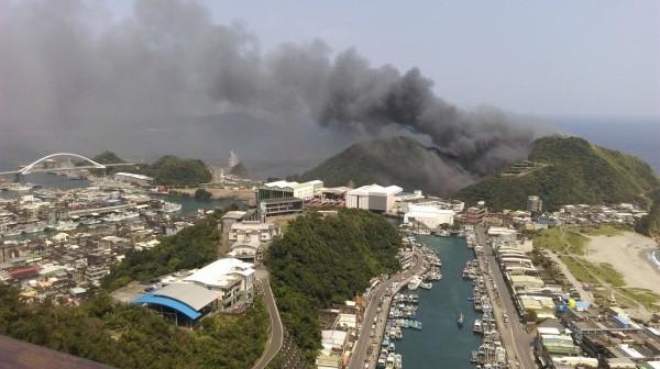 蘇澳一間造船工廠發生大火。(記者林敬倫擷取至網路)