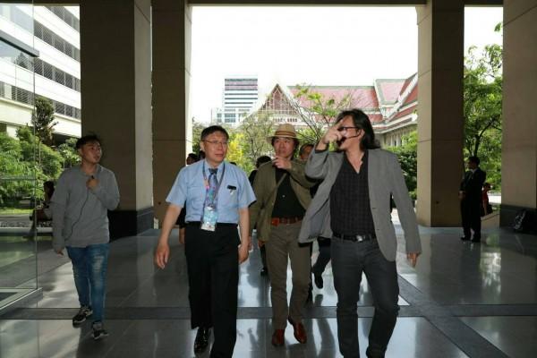 柯文哲在泰國受訪時,媒體問他認為台灣有什麼勝過香港,柯語出驚人表示,香港很無聊啊,一個小島有什麼好看的?(北市府提供)