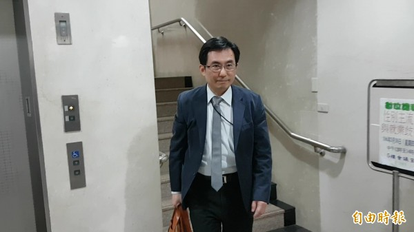 中興保全發言人朱漢光否認為復興空廚涉嫌賤賣中保一事出庭。(記者謝君臨攝)