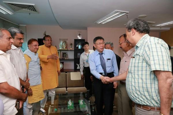 柯文哲今下午到北德里政府,拜會同樣是醫生出身的北德里市長Dr. Sanjeev Nayyar。(北市府提供)