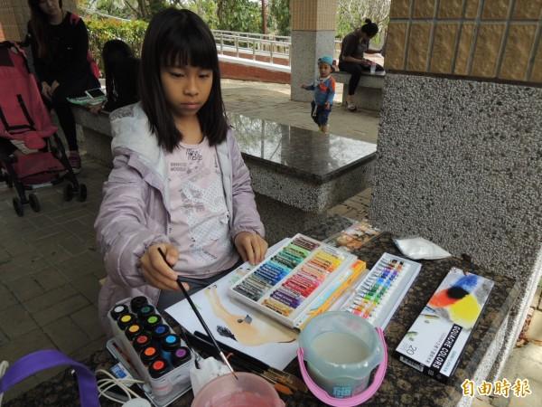 壽山動物園每年兒童節都會舉辦寫生活動,吸引不少孩子參加(記者王榮祥攝)