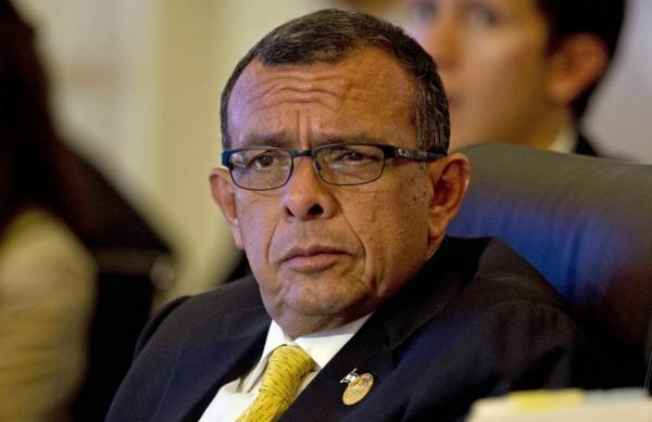 羅伯(見圖)被控在總統任內行賄,其子法比歐甚至幫忙走私毒品。(美聯社)