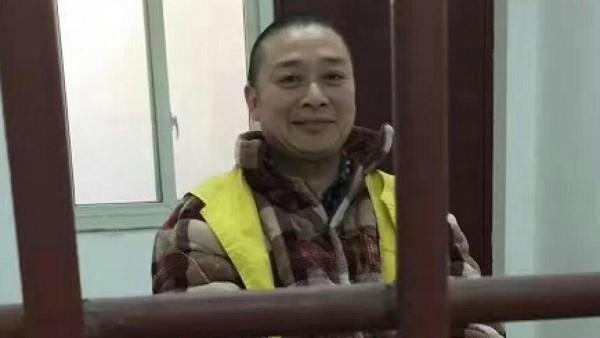 中國維權人士陳雲飛因為祭拜六四死難學生,遭到當局以「尋釁滋事罪」起訴,成都市武侯區法院於3月31日判決他坐牢4年。(圖擷自《法國國際廣播電台》)