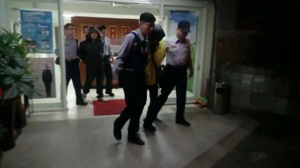 前為陳家福,後為徐仁亮,2人遭警移送法辦。(記者徐聖倫翻攝)