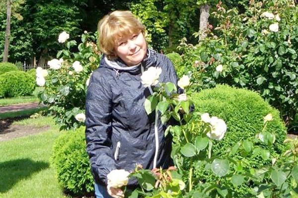 50歲的梅多塞維娃(Irina Medyantseva),在俄地鐵發生爆炸時,奮不顧身地撲到女兒耶琳娜(Yelena)身上,成功拯救愛女的性命,但自己卻不幸身亡。(圖擷自《鏡報》)