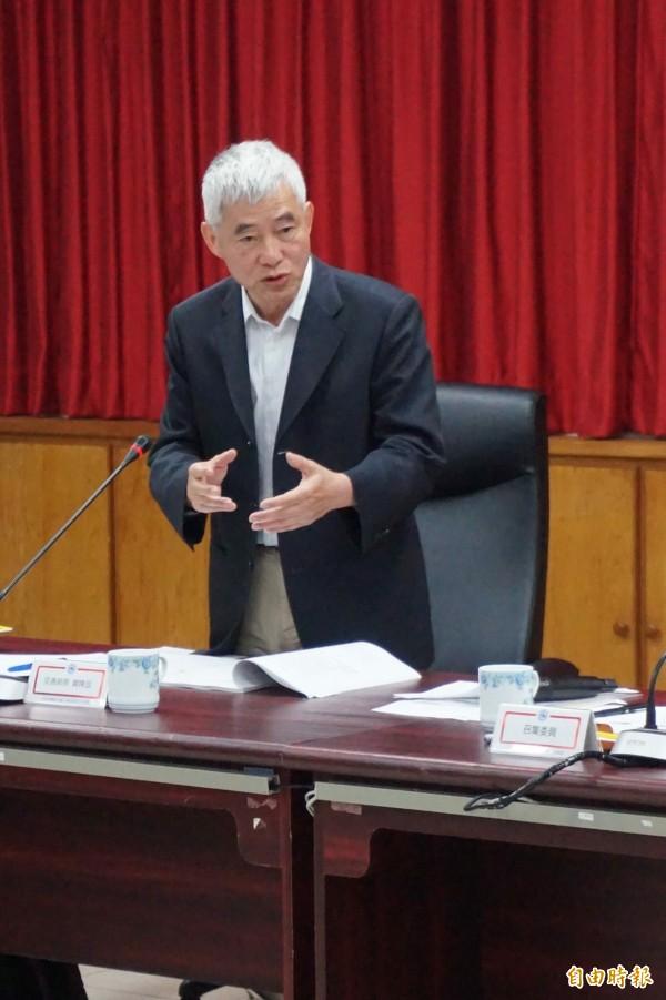 賀陳旦表示,交通部希望讓郵政公司,業務上能多角化去構思。(記者林敬倫攝)