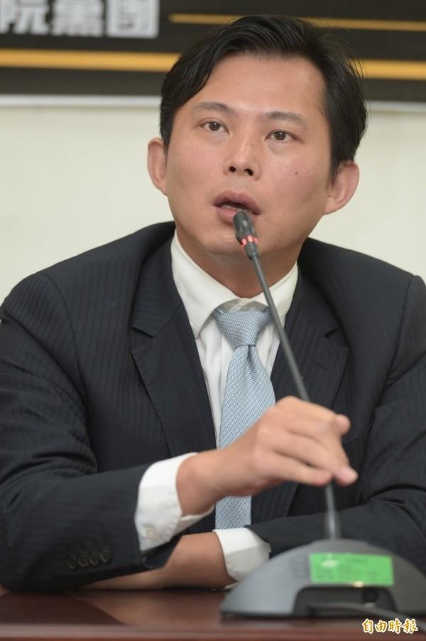 時代力量立委黃國昌表示,48小時期限已到,將至台北地院對國民黨主席洪秀柱提出告訴。(資料照,記者張嘉明攝)